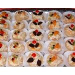 Birnenhälften, gefüllt mit Walldorf-Salat